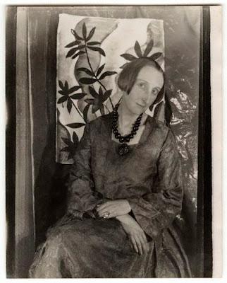 1928+Edith+Sitwell.jpg