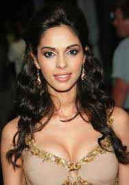 Hot Mallika Sherawat sizzles in Lakme Fashion Week