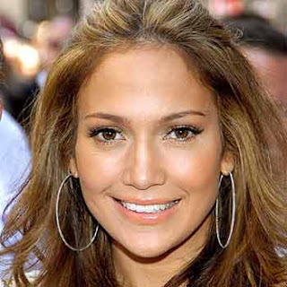 Singer-Actress Jennifer Lopez suffers wardrobe malfunction