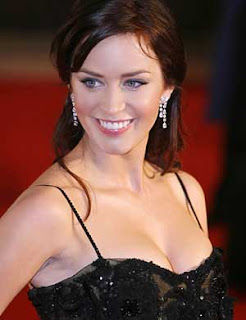 Actress Emily Blunt acts friendly in public