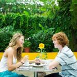 Menikmati Kencan Romantis di Taman