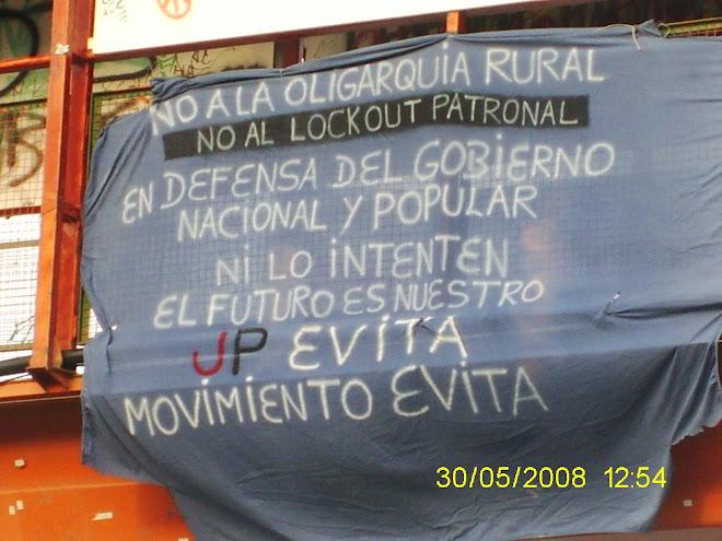NO AL LOCKOUT PATRONAL!!!PUENTE EN LA AVENIDA SAN MARTIN USHUAIA