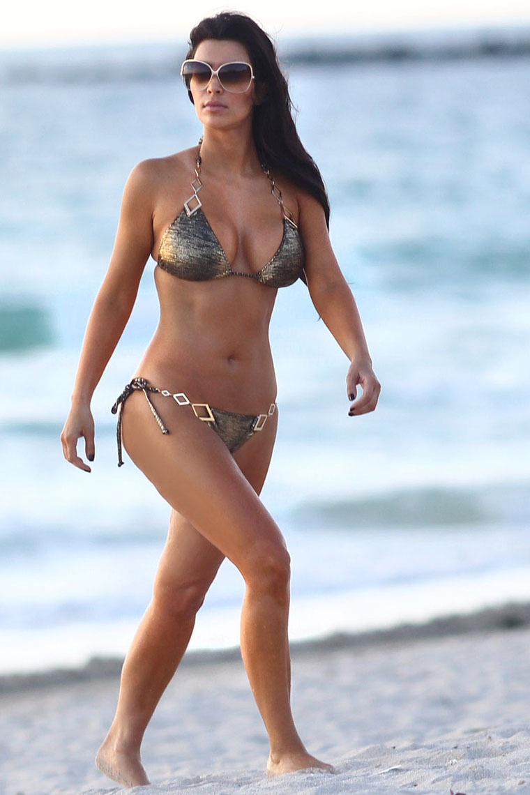 Hot On World: Kim Kardashian at Beach | Gadget Review
