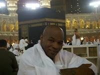http://2.bp.blogspot.com/_ZSSC7NZWYD4/THqOEoc3rxI/AAAAAAAAAKE/NQkrnPJn0d8/s200/tyson+menangis+di+makkah.jpg