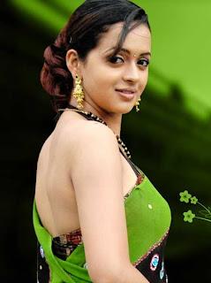 Actress back pose hot photos - Bhavana