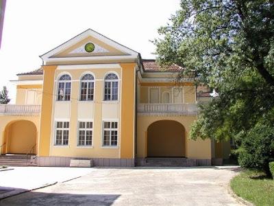 Часовникът на новата минерална бяня в град Вършец
