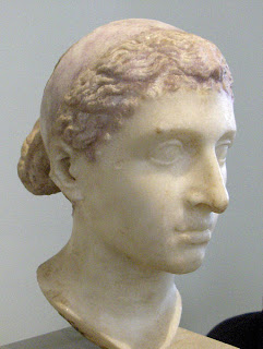 Cleópatra VII (Dinastia Ptolomaica 452px-Kleopatra-VII.-Altes-Museum-Berlin1%5B1%5D