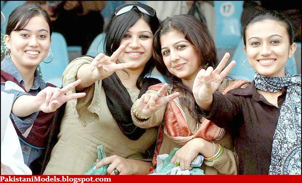 http://2.bp.blogspot.com/_ZVtDsVhb1PE/R2mWIIR-7cI/AAAAAAAAAAk/QhFfRnEzyik/s1600/karachi-girls.music.jpg