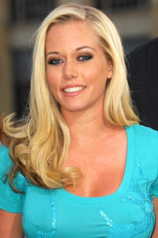 Kendra Wilkinson seemed to be trying to fight porn company, ...
