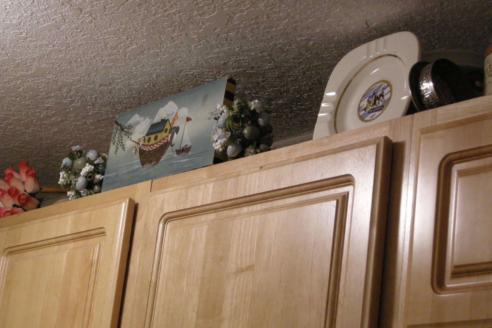 http://2.bp.blogspot.com/_ZWHi2fYLaV4/TH74RcOQ6WI/AAAAAAAABUY/YxIkfnCrzvE/s1600/Wallpaper+up+in+laundry+room+(6).JPG