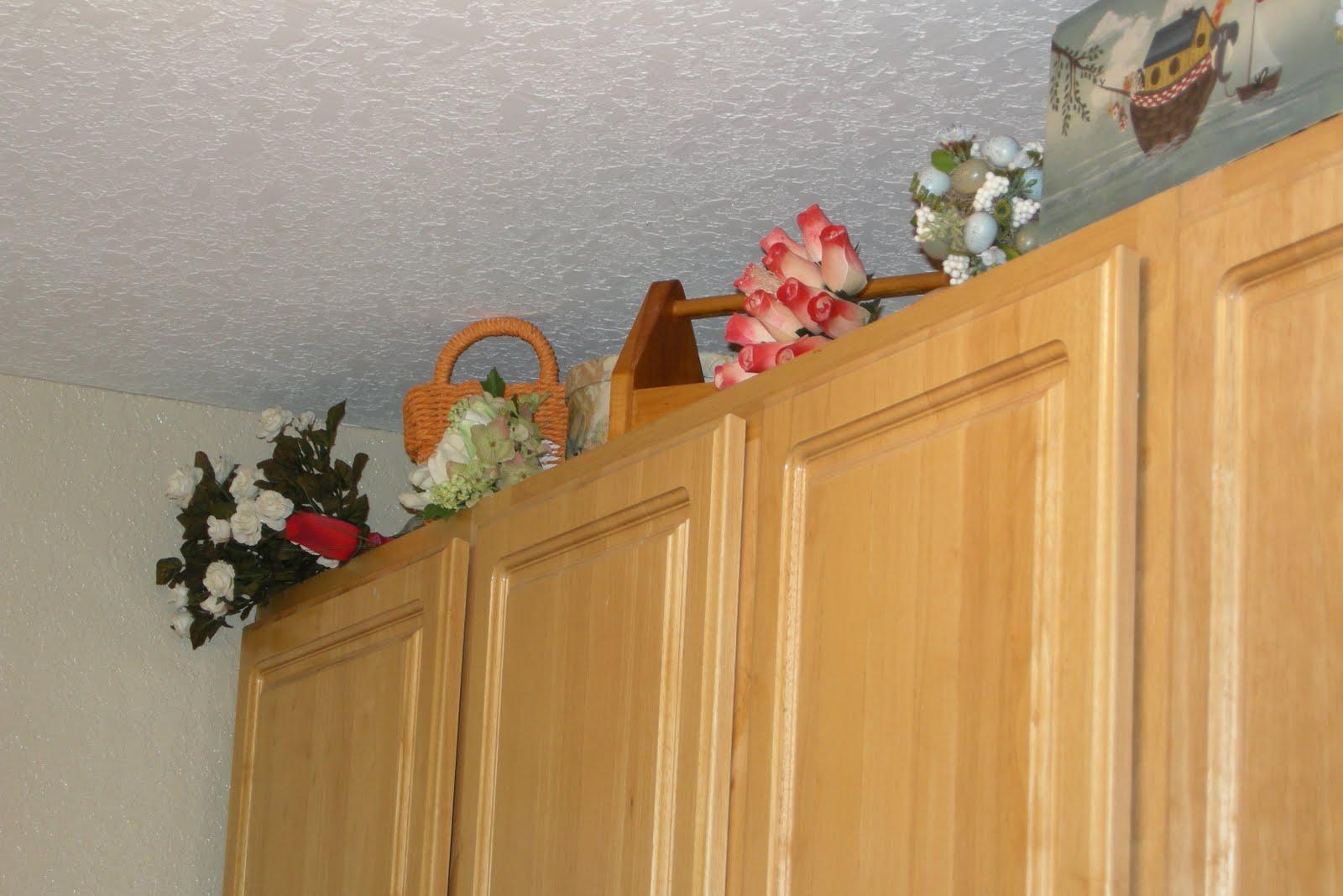 http://2.bp.blogspot.com/_ZWHi2fYLaV4/TH79RTNMK-I/AAAAAAAABUg/9QJHSH8_oIU/s1600/Wallpaper+up+in+laundry+room+(8).JPG
