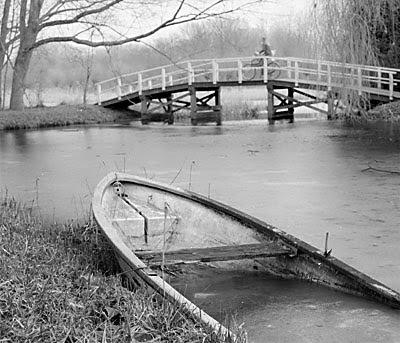 bootje met zelfde brug met (andere) fietser