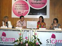 De izda a dcha: la moderadora Manoli, el jefe de prensa de Murcia, Pedro J. Navarro, y las coordinadoras de Interaulas, Ana Bustamante y Catalina Delgado