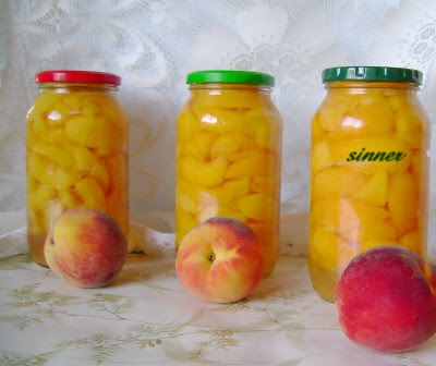 Peaches in a light syrup