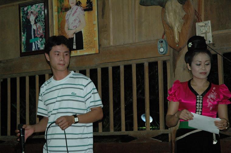 Tuấn đang hát nha