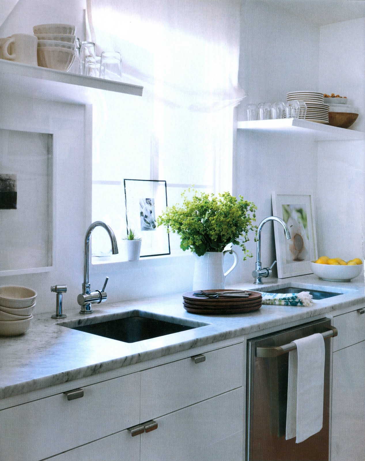 stephmodo: Dreamy White Kitchen