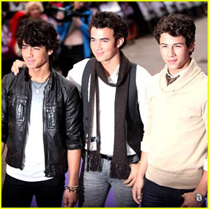 vote jonas brothers httpwww sodahead comfunj