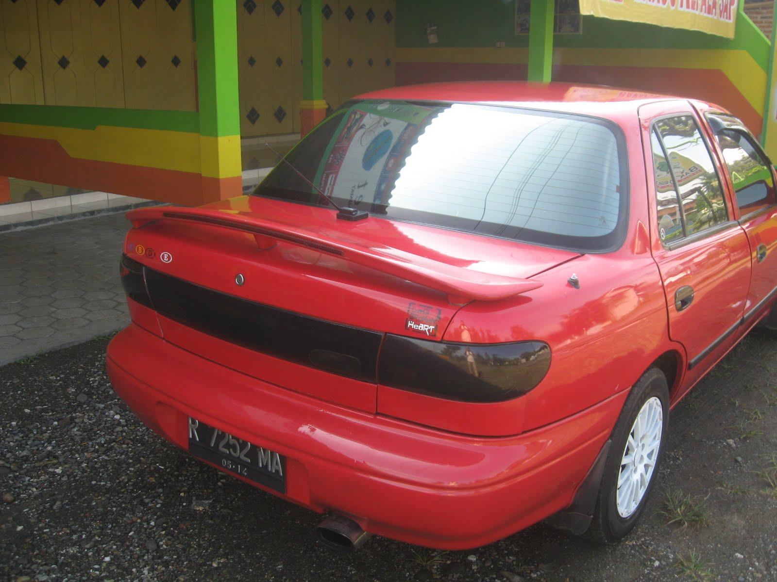 Gambar Mobil Bekas Timor Tampak Belakang Kanan