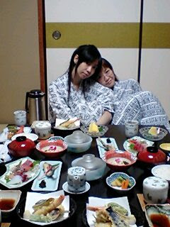 Maita leaning on Yuin during a Three Sisters trip to a hot spring hotel