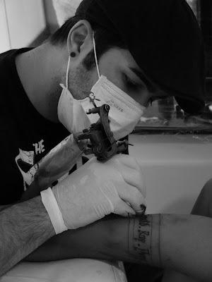 TRIBOOS TATTOO STUDIO: Com quem devo fazer uma tatuagem?