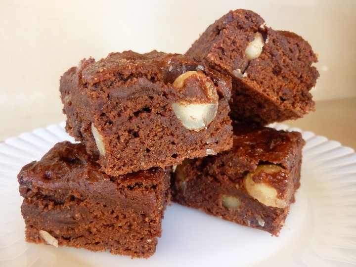 Best Ever Vegan Brownies With Macadamia Nuts And Chocolate Chips - Low ...