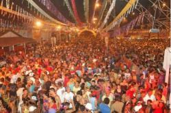 Superando a expectativa da Prefeitura, dez mil pessoas alegram folia em Brasiléia