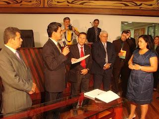 Presidente da Aleac empossa deputada Dinha Carvalho