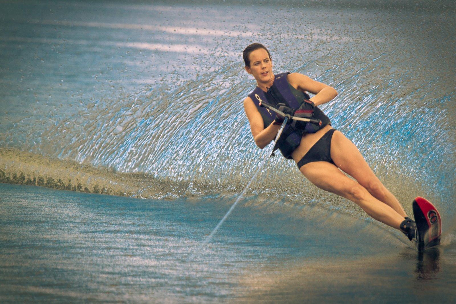 Спорт по воде фото девушки
