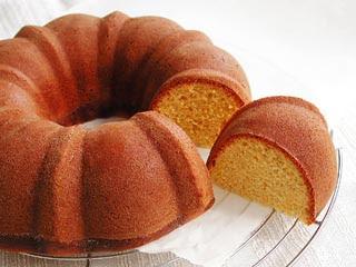 Vanessa's Home Kitchen: Bolo de fuba I (Cornmeal cake)