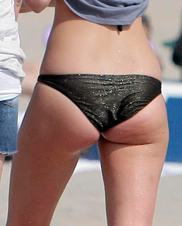 Leighton Meester ass bikini pictures