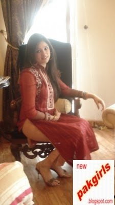 hot pakistani Girls in Shirt Shalwar