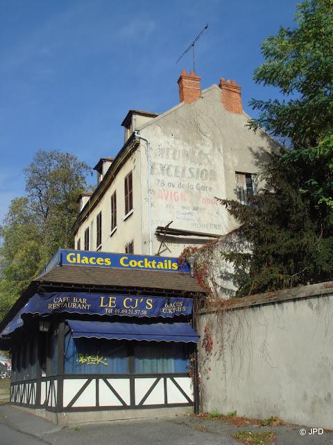 Les murs peints s'affichent Ballade essonnienne  # Garage Du Chateau Ste Genevieve Des Bois