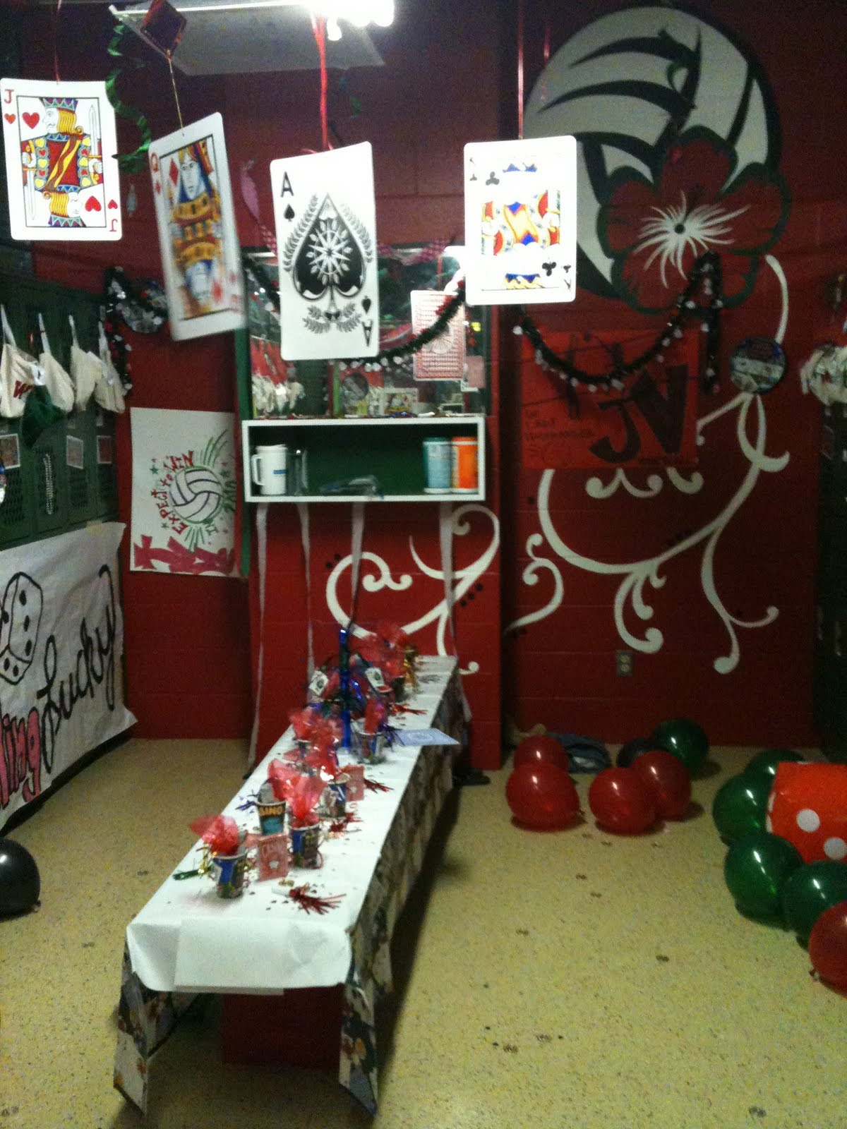 the cheerleaders decorated our locker room before we left. beautiful ideas. Home Design Ideas