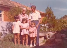 Vó Rosa e Vô Rosalino e suas netas: Erica, Elaine e Gisele.