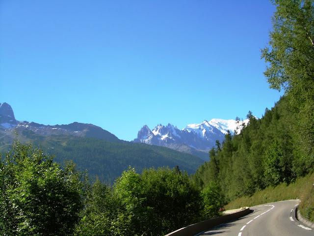 le mont blanc vu depuis la montée du col des montets