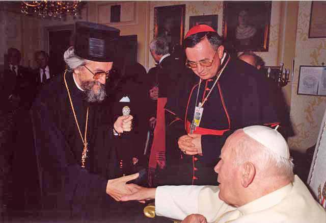 [Слика: Episkop+Jefrem+i+papa+Jovan+Pavle+II+200...a+Luka.jpg]