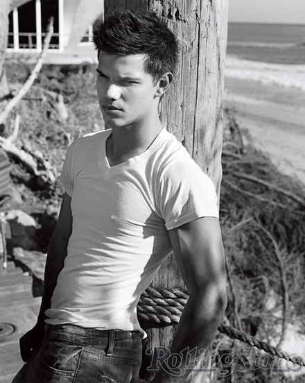 Don   t forget the check it out tab   Taylor Lautner In The Water