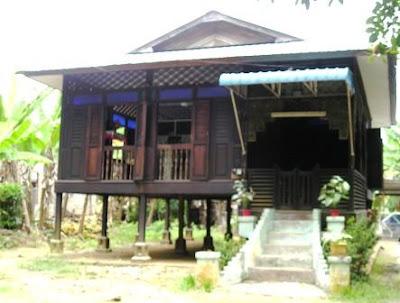 MALAY TRADITIONAL HOUSES