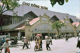 Dong Xuan market - a famous market in Hanoi