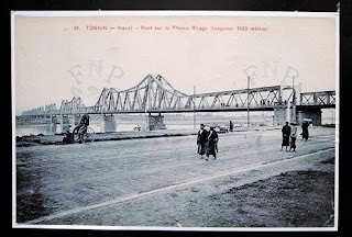 Long Bien Bridge on a picture filled with old memories