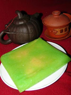Green rice flake cake(Banh Com) - the original taste of Hanoi