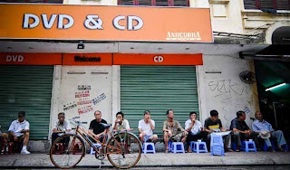 Iced tea sidewalk - the popular culture of Hanoi