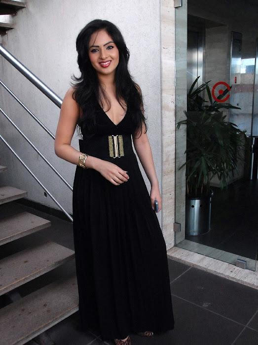 nikisha patel actress pics