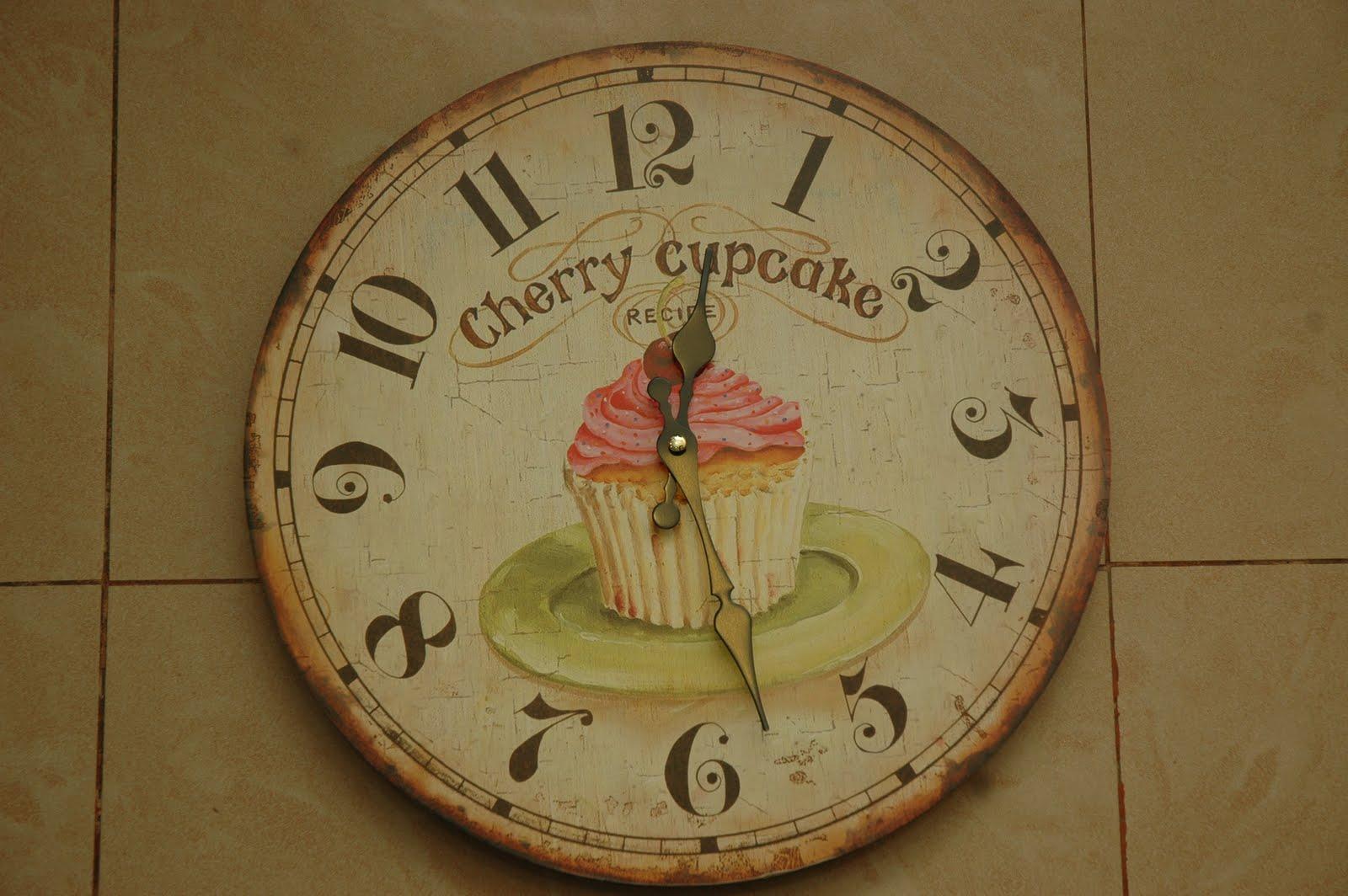 Shaza Living Decor: Cupcake/Roses/Apple Clock