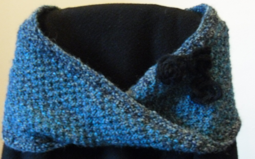 Free Knitting Pattern For Mobius Cowl : T.Bunny Knits: Free Cowl Pattern for Xmas