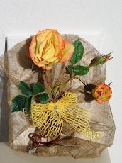 Rosas c/ laço amarelo