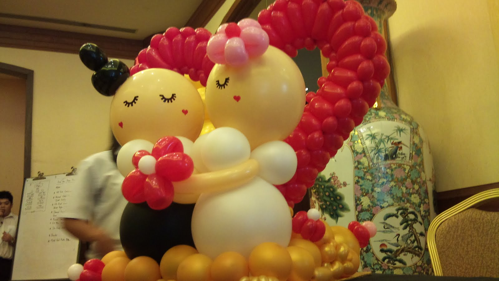 Wedding decoration wedding balloon decorations for Balloon decoration for weddings