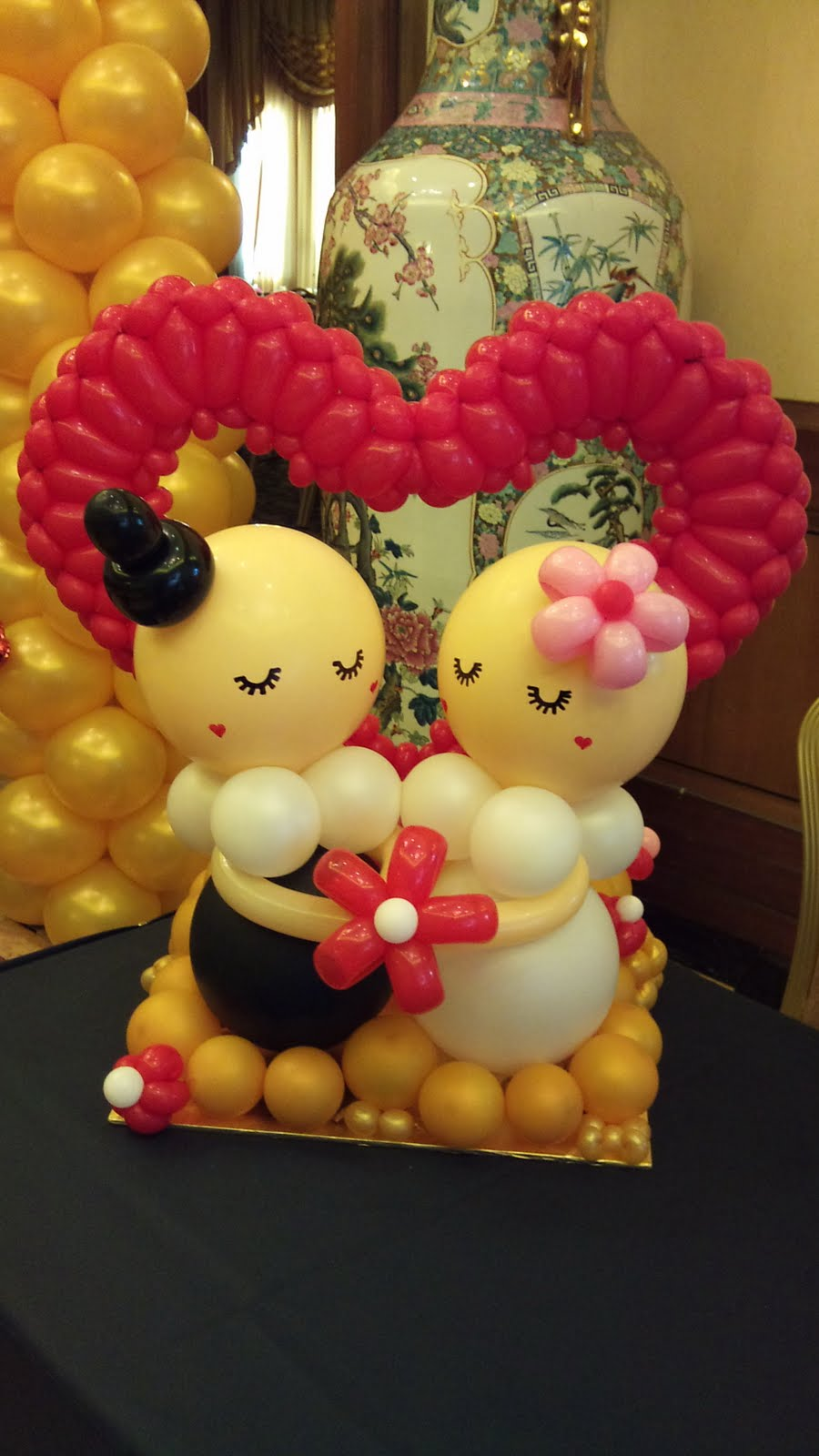 Balloon decorations for weddings birthday parties for Ballon wedding decoration