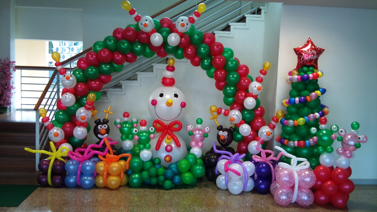 Christmas balloons on pinterest balloon arch balloon for Balloon decoration idea