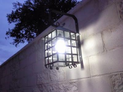 farol de forja para iluminar exterior